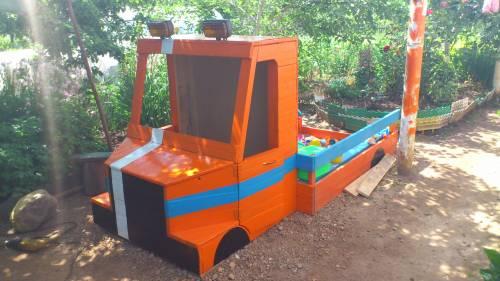 Детские площадки машина